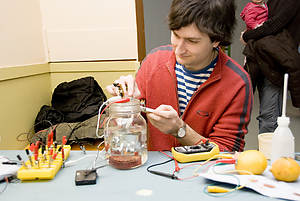 Konstantin Leonenko working on his lemon batteries
